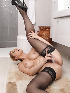 Cougars Nylon Porn Pics