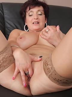 Mom Nylon Porn Pics