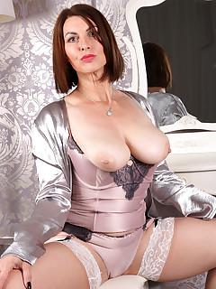 Mature Nylon Porn Pics
