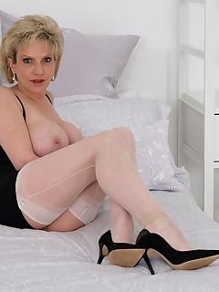MILF Nylon Porn Pics