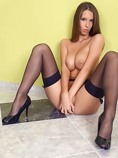 Brunette Nylon Porn Pics